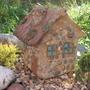 Садовая скульптура своими руками. Домик из бетона