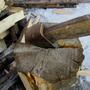 Колун для расколки дров.