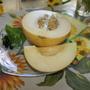 Сенсация - эту дыньку очень хвалил мой друг-бахчевод из США и, как оказалось, не зря! Она позиционируется производителем как нечто абсолютно новое и уникальное в мире дынь! 85 дней от всходов до уборки урожая, плод 2,5-3,5 кг, круглый. Кожура с сильной сеткой, оранжево-жёлтая. Мякоть белая, при созревании – нежно-маслянистая, отличается великолепным вкусом и текстурой. Очень сладкая и ароматная. Семенная камера маленькая. Устойчива к настоящей мучнистой росе и фузариозу (расы 0,1,2).