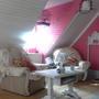Мебель БЫЛА старенькая, разномастная, всех цветов — от рыжего до коричневого. Нет, так не пойдет! Беру белую эмаль — и ву-а-ля!