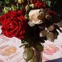Царственных роз букет