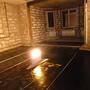 сначала делали гидроизоляцию пола на первом этаже в гостиной, использовали рулонный гидроизол «технониколь».