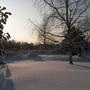 Солнце зимой встает не торопясь, потихоньку освещая сугробы.