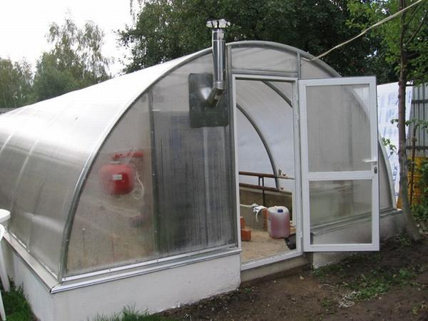Как построить теплицу для зимнего выращивания овощей...